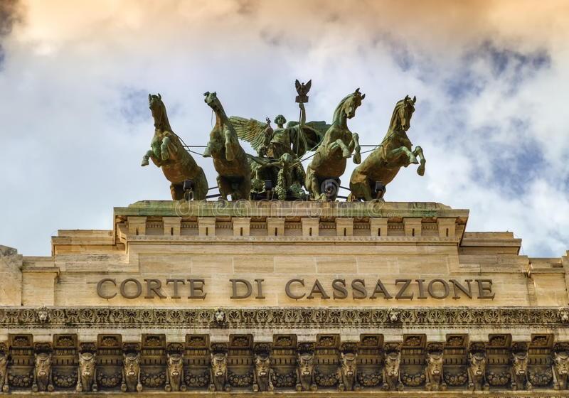 quadriga-sopra-corte-di-cassazione-la-corte-suprema-di-cassazione-roma-italia-72991417